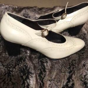 Robert Clergerie patent leather shoes w heel